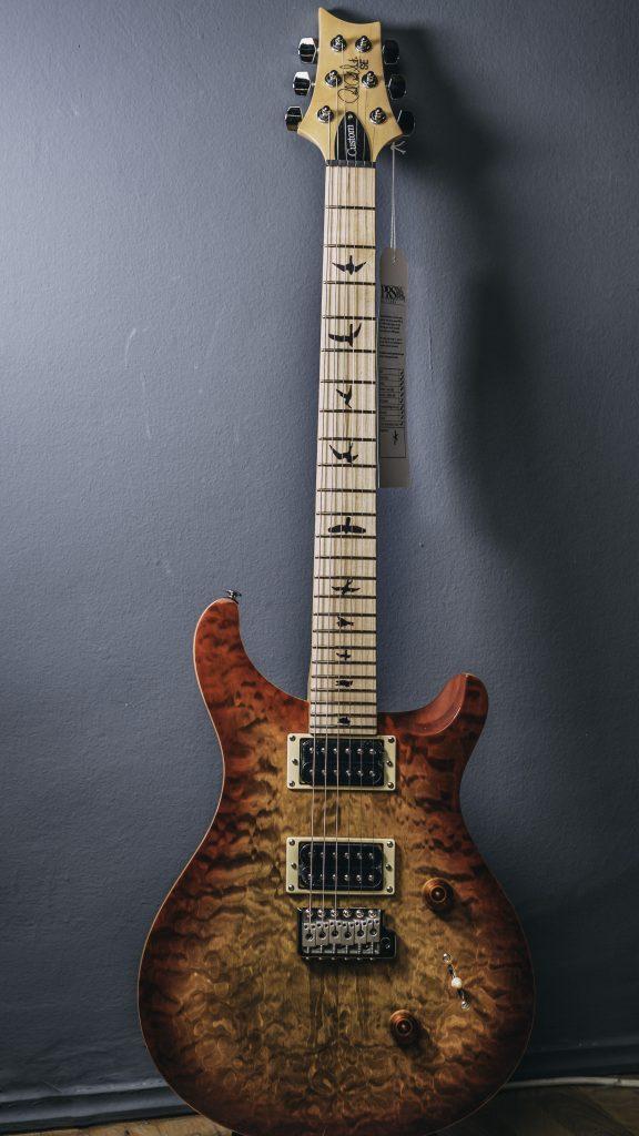 Chitarra elettrica dalla tanta versatilità e carattere PAul Reed Smith PRS SE Custom 24 Vintage Maple Cherry