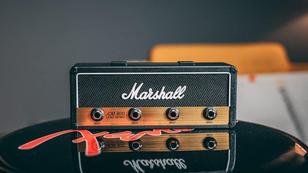 Insieme a strumentimusicali.net abbiamo selezionato ben 8 regali di Natale per ogni chitarrista, 8 oggetti in una fascia di prezzo che va da poco più €20,00 fino ad un massimo di €100,00.