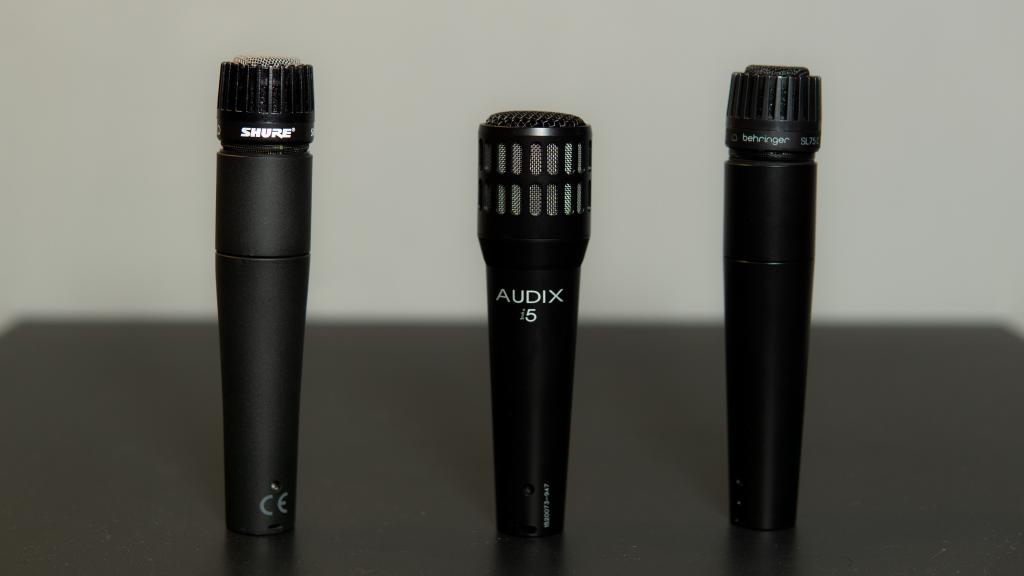 Microfoni dinamici per il rullante della batteria Shure SM57, Audix i5, Behringer sl75c.