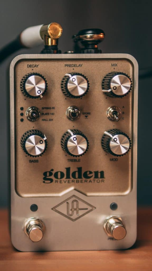 pedale riverbero per chitarra universal audio golden reverberator
