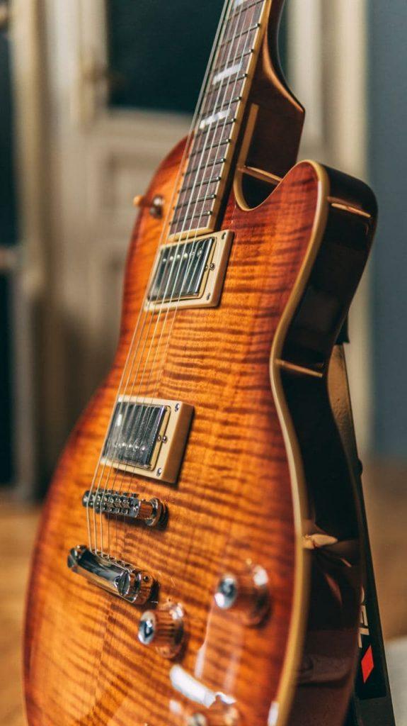 Chitarra elettrica di tipo Les Paul Guild Bluesbird