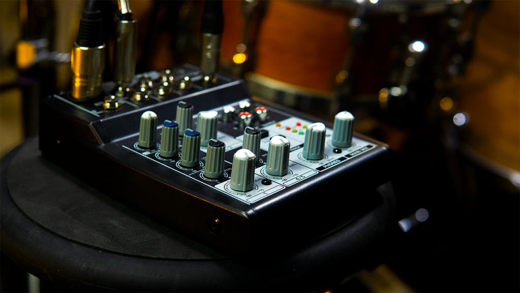 Mixer per batteristi BEHRINGER Xenyx 502